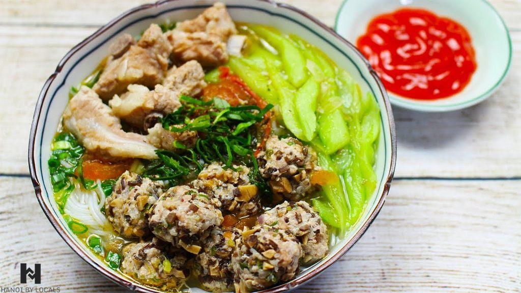 Doc Mung noodle soup (bun moc doc mung)